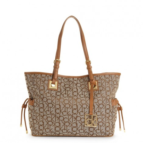 Bolsa Calvin Klein Femininas no Mercado Livre Brasil. Descubra a melhor  forma de comprar . Encontre bolsas femininas Calvin Klein com preços e  descontos ... 06d412b0cd