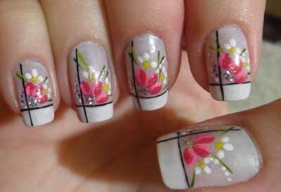 unhas com flores da moda