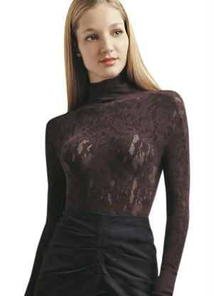 Modelo de Blusa de Renda com Gola Alta