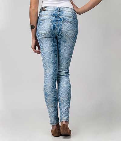 calças jeans com estampas