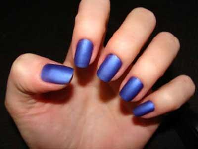 unhas com azul