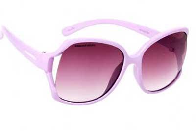 ac831e89e Além de óculos de sol e óculos de grau, a Chilli Beans também oferece  bonitos relógios, acessórios para os seus óculos (como sprays limpa-lentes,  estojos, ...