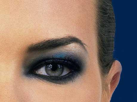 tutorial de maquiagem com olho preto