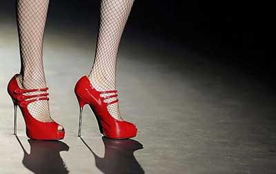 fotos de calçados vermelhos