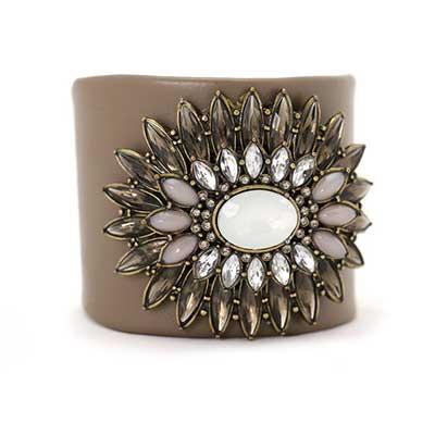 imagens de braceletes de couro