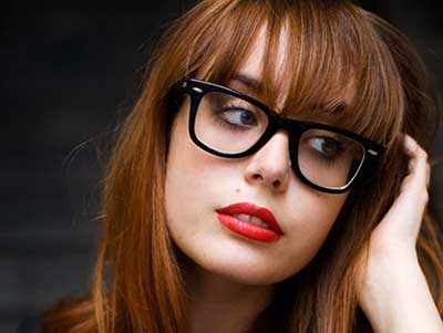 mulheres de óculos de grau
