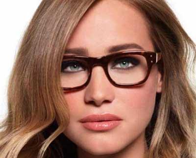 fotos de mulheres de óculos