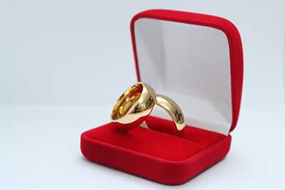 modelo de aliança de noivado