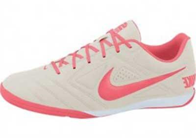 619702143abbd 35 Chuteiras Femininas para Futebol e Futsal  Fotos e Modelos