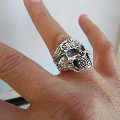 modelos de anel de caveira