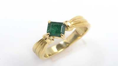 fotos de anéis de esmeraldas