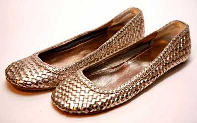 imagens de sapatilhas douradas