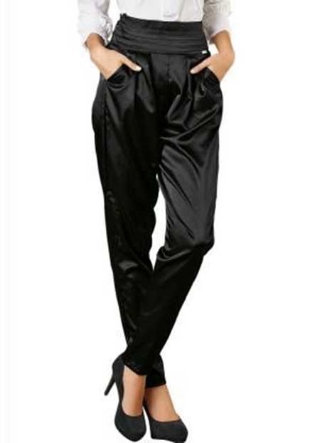 calça preta de cetim