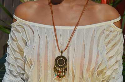 colar hippie da moda