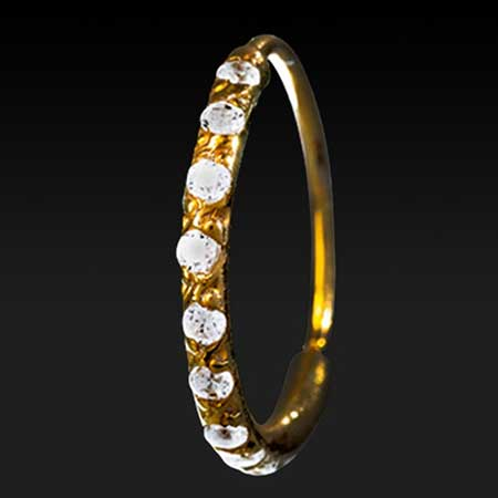Modelos de piercings de ouro