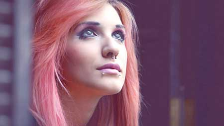 com cabelo rosa