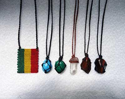colares hippies