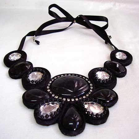 modelo de colar preto