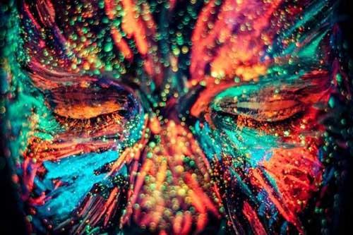 em cores